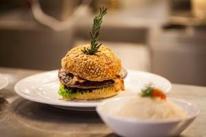 Ilustracni_foto_hamburger_zdroj_DamejidloCZ