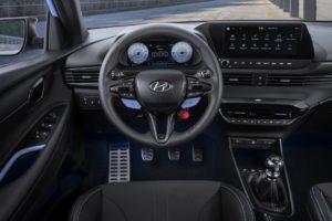 Provokativní interiér Hyundai i20 N.