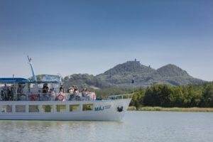 Máj je největší lodí flotily, která brázdí vody Máchova jezera.