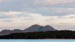 Západy slunce jsou na Máchově jezeře nejkrásnější z paluby lodi.